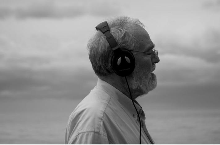 Foto de Gonzalo García-Pelayo recibe el premio en el Festival Moments