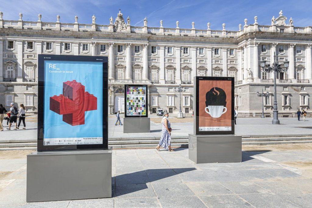 Foto de Carteles en la Plaza de Oriente
